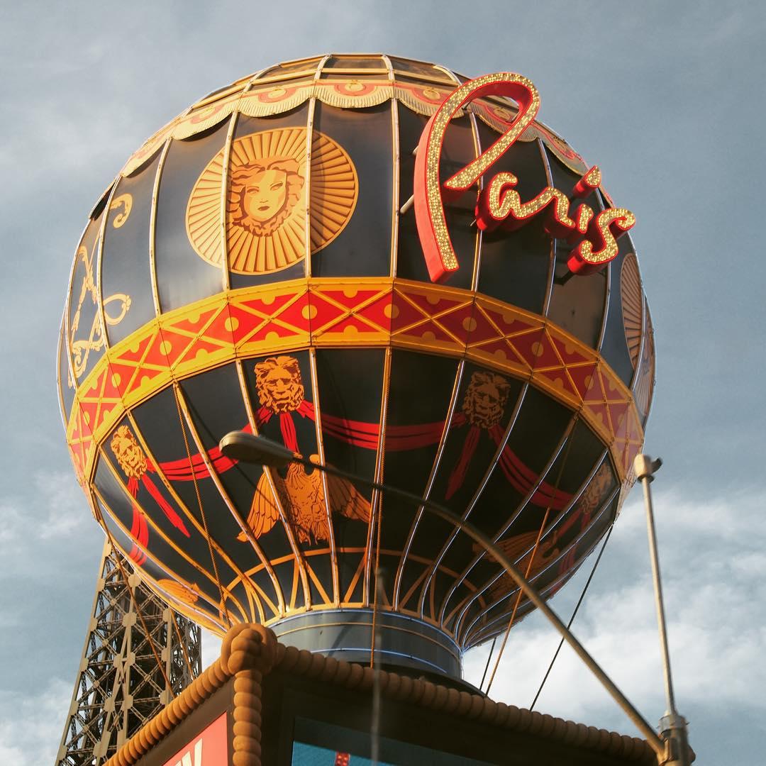 Paris Vegas mongolfier roadtrip wtf